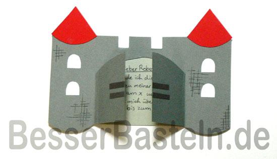 Einladung für Kindergeburtstage basteln: Ritterburg als Karte