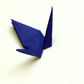 origami tiere falten traditioneller kranich. Black Bedroom Furniture Sets. Home Design Ideas